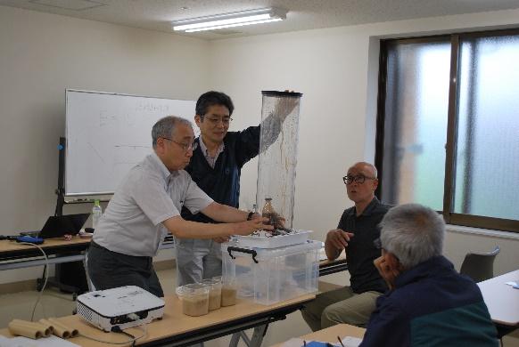 2019年度第1回公開講座「簡単な実験で学ぶ地球の科学」を開催